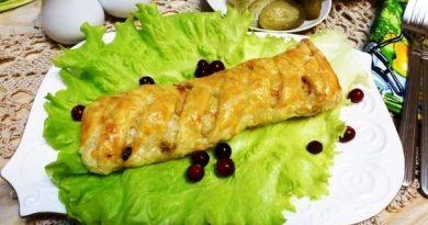 Пирог-слойка с курицей и шампиньонами