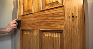 Как правильно покрыть лаком деревянную дверь?