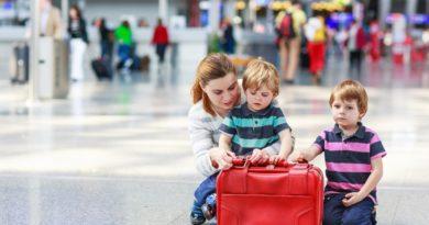 Как не застрять на таможне с ребенком