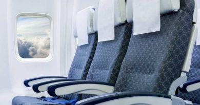 Зачем кладут салфетку на подголовники кресел в самолётах