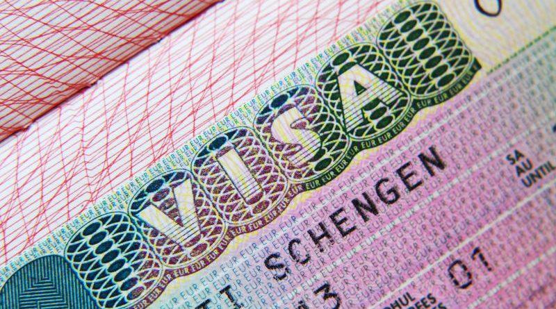 Почему опасно оформлять Шенгенскую визу в фирмах посредниках