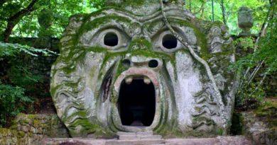 Монстры в сказочном лесу в Италии?