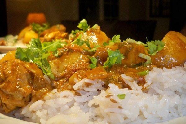 Пикантная курица с рисом и карри