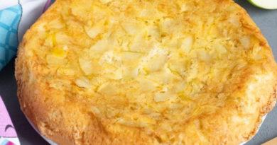 Шарлотка на сливочном масле с яблоками