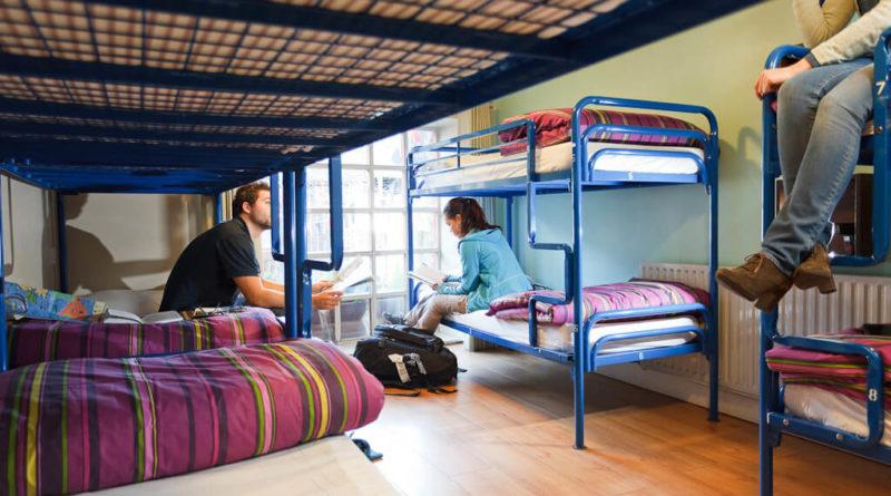 5 плюсов и минусов проживания в хостелах семейной паре
