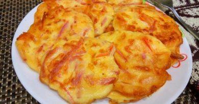 Оладьи с колбасой, сыром и помидорами на кефире