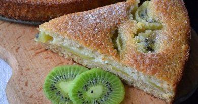Простой заливной пирог с фруктами