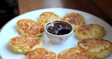 Вкусные и пышные сырники с манкой