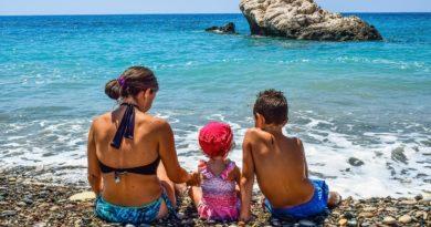 В какие летние месяцы на курортах меньше всего туристов