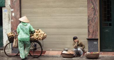 Уловки торговцев на улицах Вьетнама