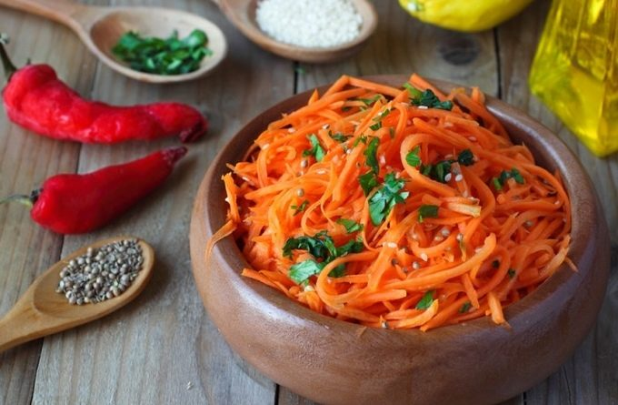 Морковь по-корейски с орехами