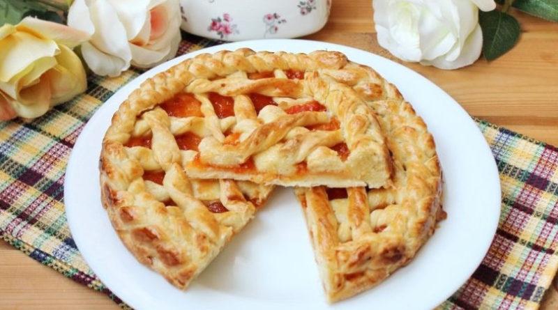 Пирог с абрикосовым джемом