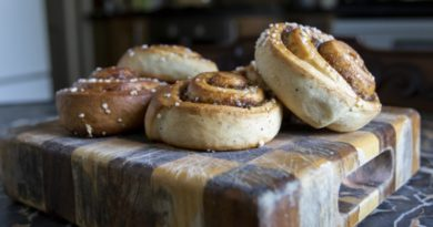 Как приготовить булочки с изюмом и маком