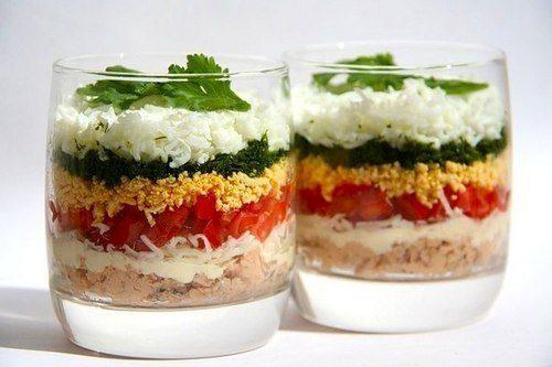 Нежный диетический слоеный салат