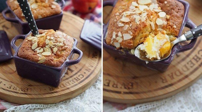Фруктовый пирог коблер с персиками