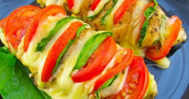 Сочные куриные грудки с сыром и помидорами