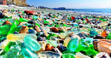Стеклянный пляж.