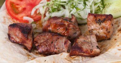 Шашлык из шейки свинины, чтобы мясо было сочным