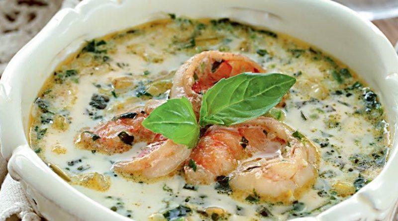 Огуречный суп с зеленой фасолью и креветками