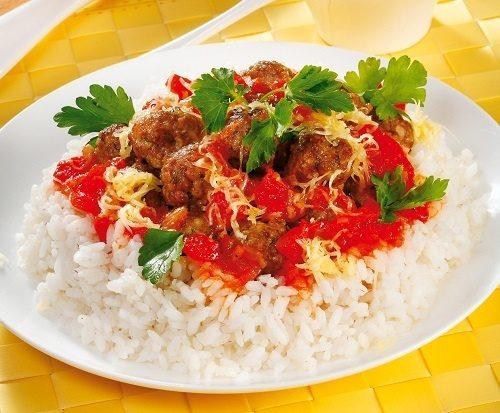 Мясные шарики в соусе с рисом