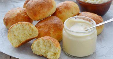 Быстрые творожные булочки со взбитым медом