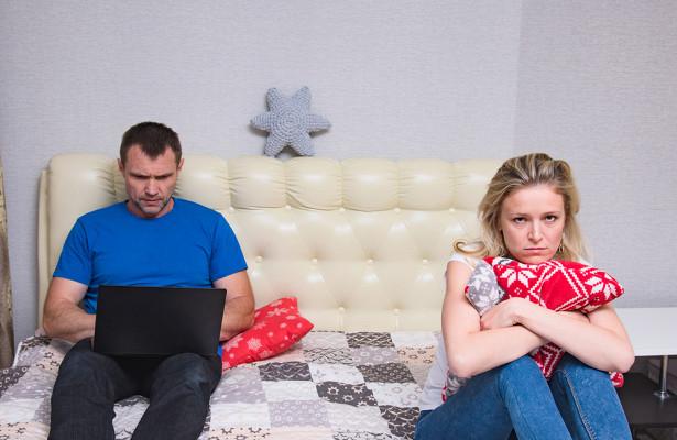 Семейный терапевт назвал главные ошибки давно женатых пар