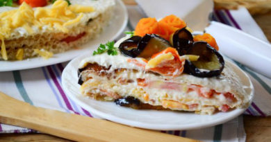 Торт из баклажанов с помидорами и сыром.