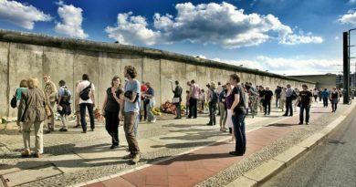 Почему все больше немцев хочет вернуться в ГДР