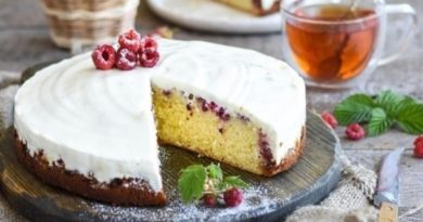 Пирог с малиной и сметанной заливкой