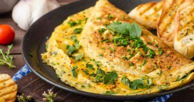 Что приготовить на завтрак школьнику: сырный омлет