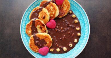 Сырники с шоколадно-ореховым соусом