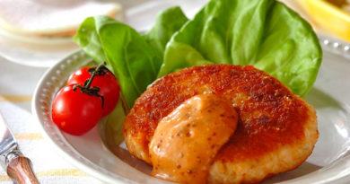 Котлеты из лосося с томатным соусом
