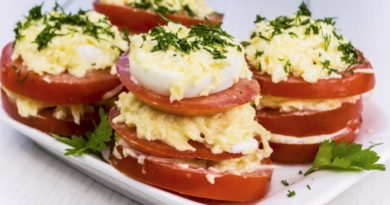 Закуска из помидоров с сыром и луком