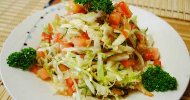 Салат с капустой и огурцом под соевым соусом
