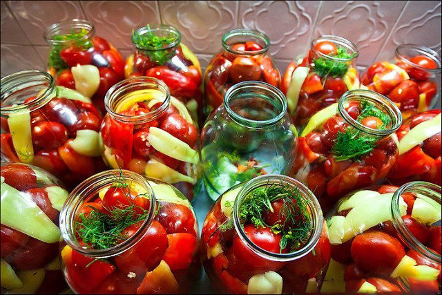 Маринованное ассорти остро-сладкое с помидорами черри