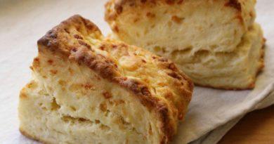 Сырные бисквитные булочки