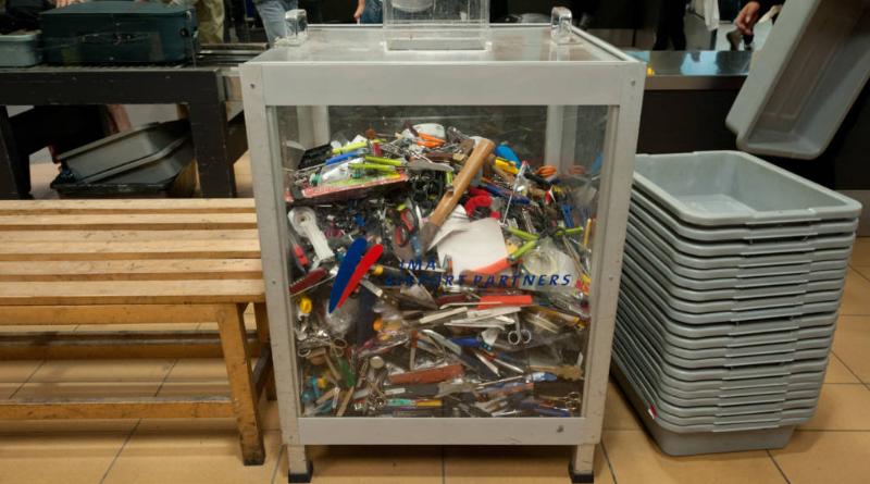 Что происходит с изъятыми в аэропорту вещами? Можно ли их вернуть?