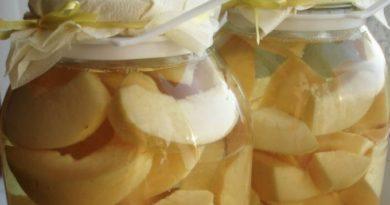 Изысканный десерт: грушевые дольки с медом