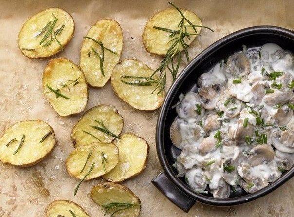 Запеченный картофель с розмарином и шампиньонами