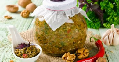 Как приготовить аджику с грецкими орехами