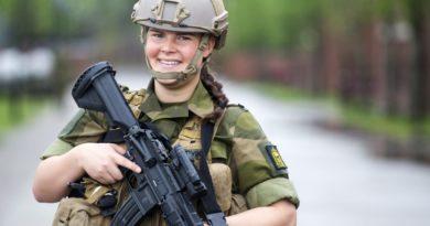 В армию с макияжем: страны,в которых женщина обязана служить
