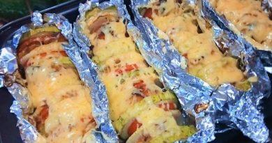 Овощи запеченные с куриным филе и сыром в духовке.