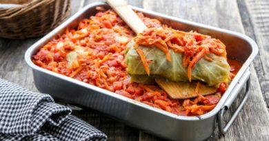 Голубцы в томатном соусе, запеченые в духовке