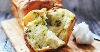 Ароматный хлеб- гармошка с чесноком и зеленью