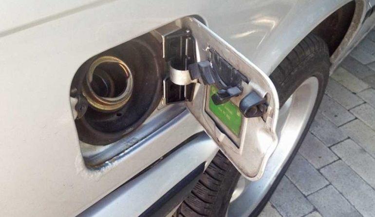 Как с помощью лючка бензобака быстро проверить качество окраски машины