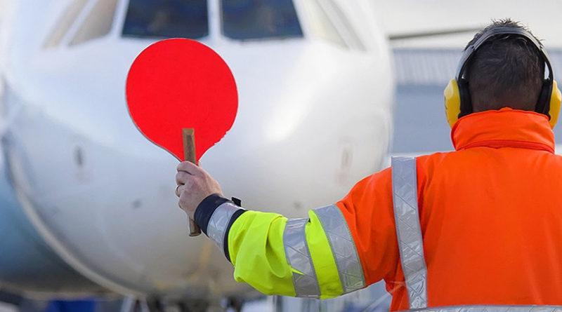 Россия временно приостановит авиасообщение с миром