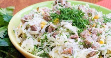 Салат из капусты с сухариками