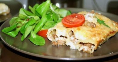 Каннеллони с мясом и соусом бешамель