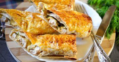 Закуска из тонкого лаваша с сыром и курицей
