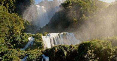Семь водопадов в Италии, захватывающих дух у туристов